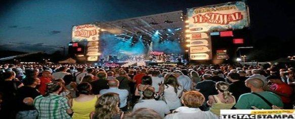 Pubblicità per concerti e feste di paese