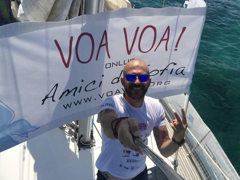 Antonio Valente attraversa il Tirreno su Stand Up Paddle. Con supporto e materiali in TNT Tic Tac.