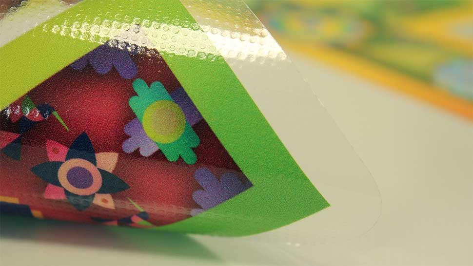Come applicare adesivi sulle vetrine velocemente? Scegli l'EasyTac!